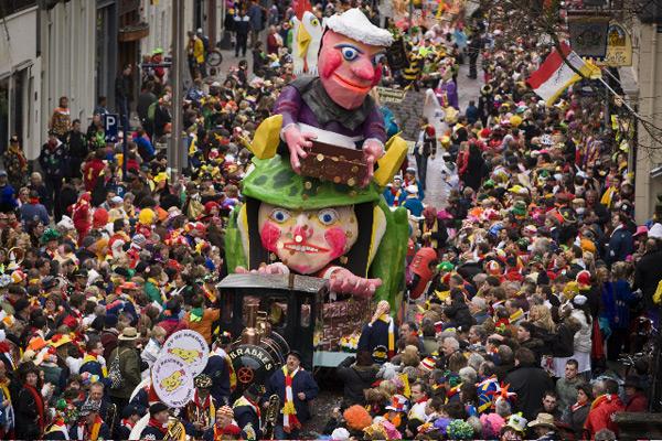 Top 10 Carnavalskrakers Ooit: top10-lijstjes.nl/beste-carnavalskrakers-ooit