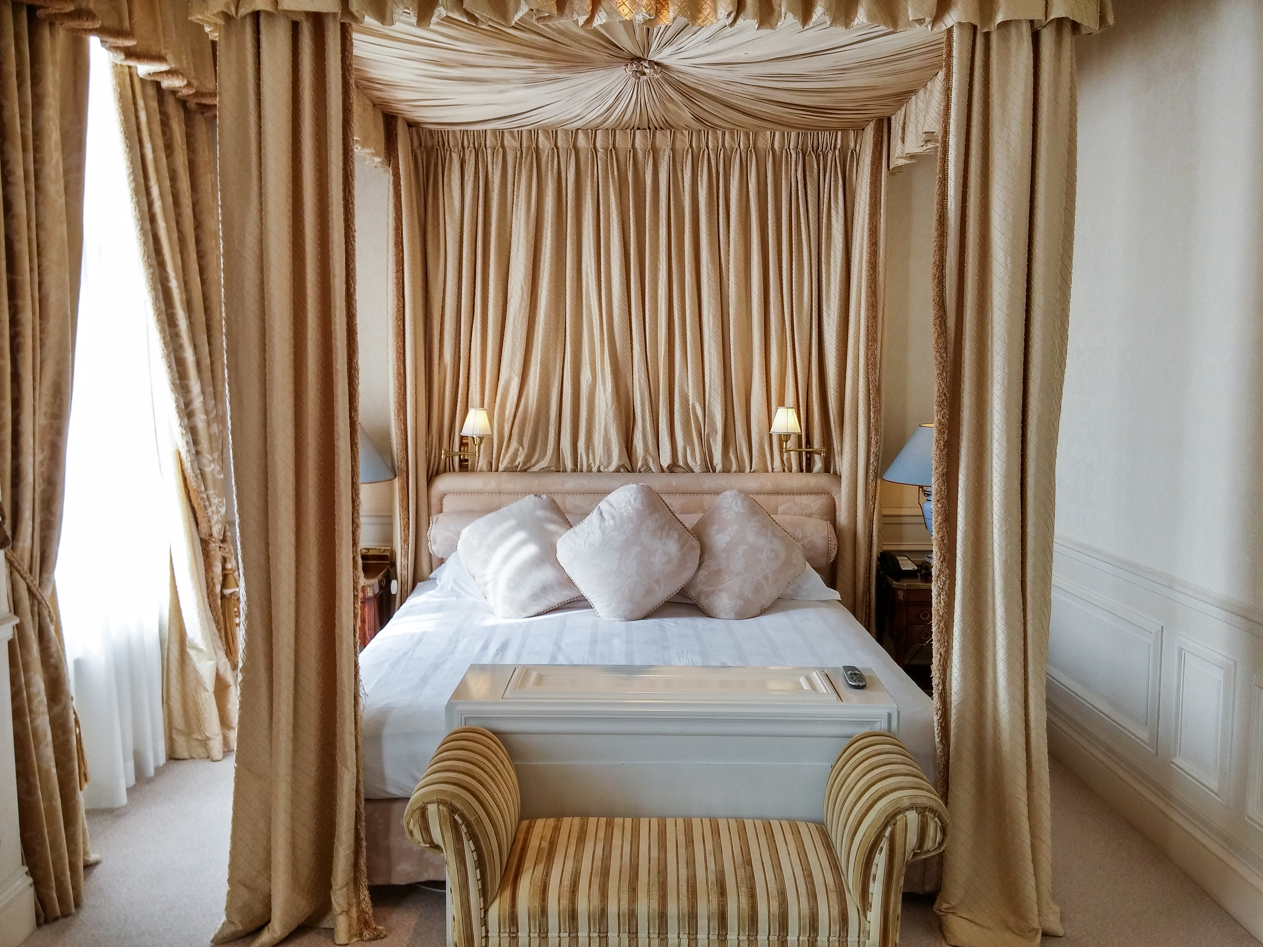 Top 10 duurste hotels van amsterdam top 10 lijstjes - Een mooie kamer van een mooie meid ...